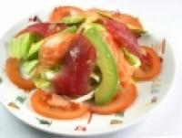 Salade de saumon, thon et avocat